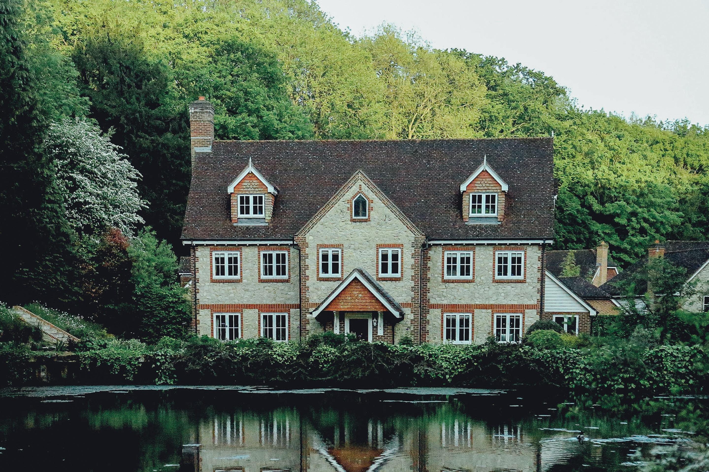 house london evelyn-paris-95853-unsplash (1)